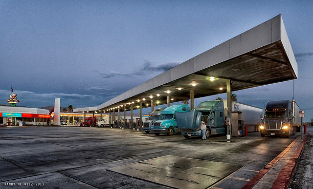 Trucks-filling-up-at-a-truckstop.jpg